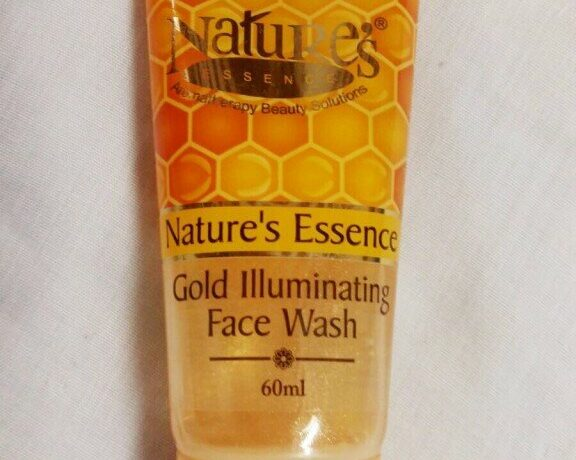 Review : Nature's Essence Gold Illuminating Face Wash!
